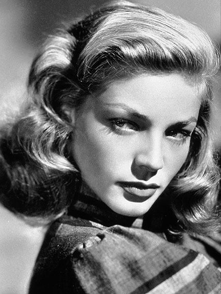 «Lauren bacall promo photo» de Desconocido - This is a publicity photo taken to promote a film actor.. Disponible bajo la licencia Public domain vía Wikimedia Commons - http://commons.wikimedia.org/wiki/File:Lauren_bacall_promo_photo.jpg#mediaviewer/Archivo:Lauren_bacall_promo_photo.jpg