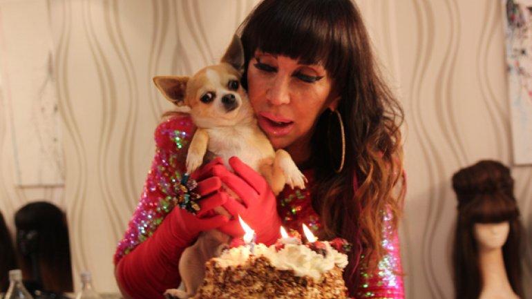 Moria celebra el cumple de su perro Cristóbal
